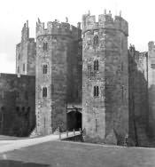 Alnwick Castle, Inner Bailey Entrance - Click for bigger image